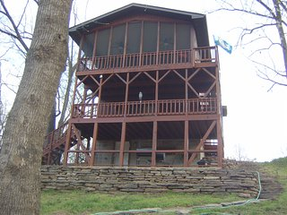 TREE HOUSE on the WHITE RIVER, Norfork