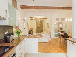 SunlightProperties CITRINE - Spacious, gorgeous 1 bed apt in the Old Town