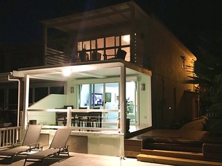 Contemporary 2BR Villa, Jolly Harbour