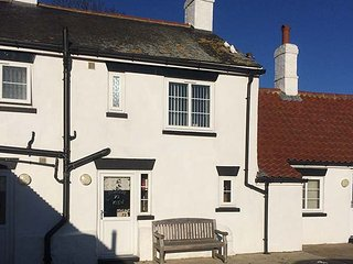 NORTHVIEW, pet-friendly, off road parking, short walk to beach, Skipsea, Ref 949449