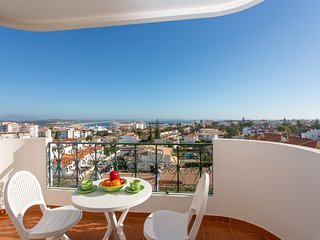 Apartment | Amazing views | 1.4km to Praia Dona Ana beach