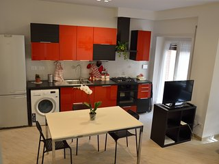 Apartment Veio, cheap and new next to colosseum, 400 mt from metro San Giovanni