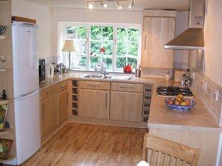 kitchen with dishwasher & washing machine