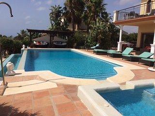 Beautiful luxury villa close to  beaches and marinas of Duquesa and Sotogrande
