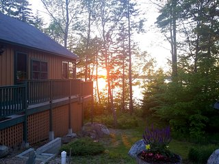 Discount July 7-14 - Comfy Waterfront Cottage - Bar Harbor Acadia NP