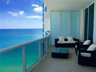The Diana - Luxury Oceanview  3 Bedrooms + 3 Bathrooms, North Miami Beach