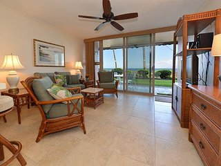 Kulakane 102 Direct Oceanfront 1 bed 1 bath, Lahaina