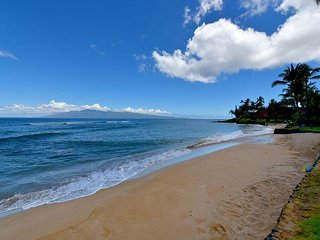 Hale Mahina B401 Direct Oceanfront 2bd /2 ba Sandy Beach, Lahaina