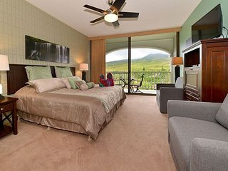 Lahaina Shores 620 - Mountain View Studio at Ocean Front Resort!