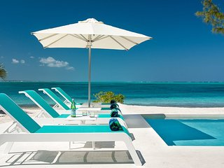 Private Beachfront Villa with Stunning Views of the Ocean, Providenciales