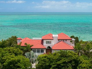 A Lovely Beachfront Villa in a Prime Location!, Providenciales