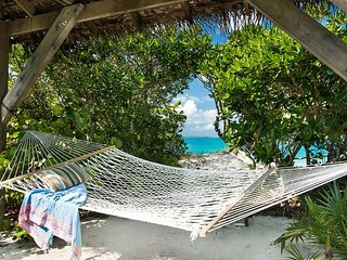 Private Beachfront Cottage, best snorkeling on island, walk to restaurants