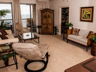 Margate Tower. 2BD/2BA KING BEDS and Bonus Den.