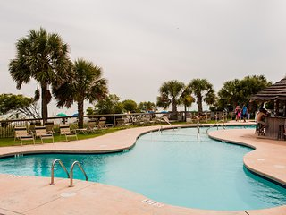 ISLAND VISTA OCEANFRONT: SUMMER SPECIALS INCLUDE UMBRELLA & CHAIR RENTAL!