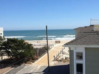 1 Queen BRM,  2nd Queen BR, 1 Twin BR, Beaut. Clean EIK Condo 2 Houses to Beach, Long Beach Township