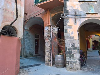 MONTEROSSO SPLIT STUDIO ONE OLD TOWN