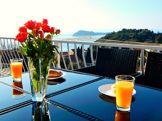 CAVTAT APARTMENT VIEW - LAST MINUTE PRICE,TERRACE,FREE PARKING,FAMILY FRIENDLY
