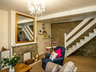 Mint Leaf Cottage, Bruton (FREE Parking / FREE WiFi / Welcome Hamper!!)