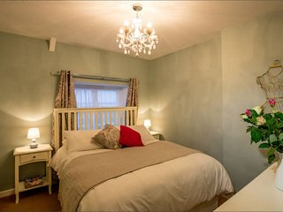 Mint Leaf Cottage, Bruton - FREE Parking & FREE WiFi