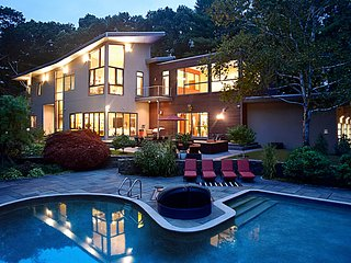 Super Modern European Mansion, 15 min from Boston
