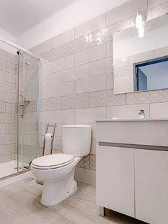Shower room to bedroom 2