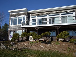 Salt Island Views: 3Br/2Ba with ocean views, walking distance to two beaches, Gloucester