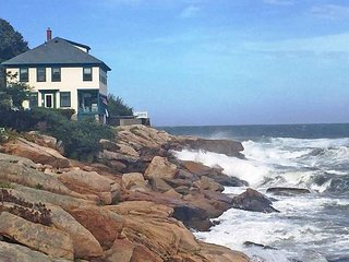 Heavenly Breezes: Perched at the edge of the sea. Incredible views!, Rockport