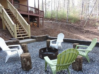 5 Bedroom 3 Bath Luxury Cabin Rental in the North Georgia Mountains. Sleeps 12