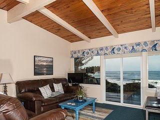 Experience this pet friendly oceanfront couples retreat in Seal rock!, Seal Rock