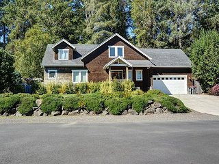 This secluded suburban home sleeps 10 and is moments away from the beach!, Gearhart