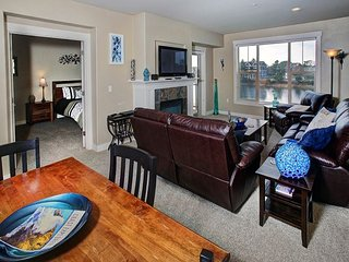 Beautiful and modern riverfront condo located in the heart of Seaside!