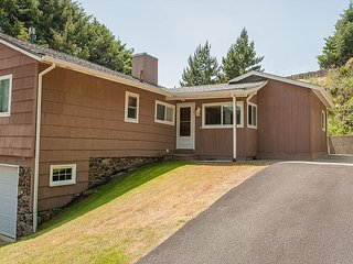 A perfect house in Cannon Beach w/ nearby beach access for your next getaway!