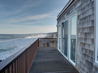 Perfect oceanfront condo in Neskowin for your secluded retreat to the coast!