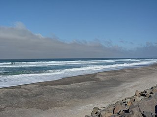 Cozy studio condo with oceanfront views of the Pacific in Neskowin, Oregon!