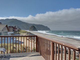 Relaxing & secluded pet friendly w/ sleeping for 8 and oceanfront views!, Neskowin