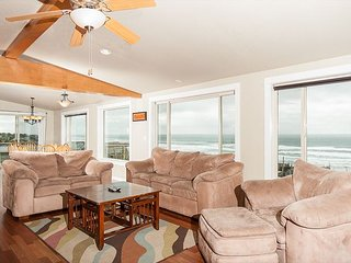 Perfect home for fun w/ hot tub & pool table in Lincoln City's Roads End!