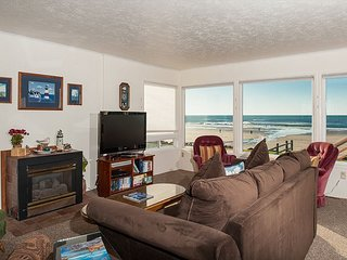 A 3 bedroom oceanfront home with sweeping views in Lincoln City's Roads End!