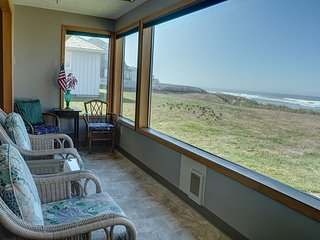 Beachfront pet friendly 3 bedroom vacation home in the heart of Lincoln City!