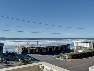 Cozy Lincoln City studio with pool access located near the beach & The Mist!