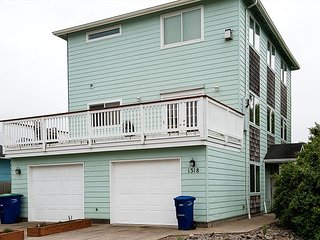 Enjoy the Blue Crab in the heart of Lincoln City with great beach access!