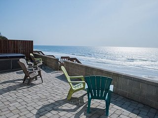 Beautiful luxury ocean front house with direct beach access and a hot tub!