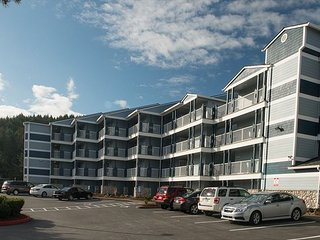 Experience this affordable bay-front condo on Siletz Bay in Lincoln City!