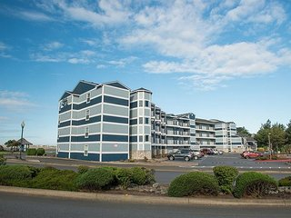 Beautiful bayfront condo in the heart of Lincoln City's Taft district.