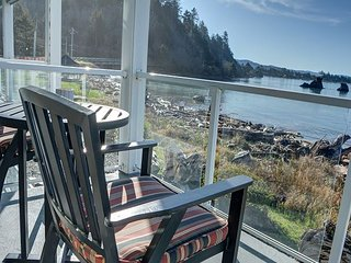 Perfectly located 2nd floor condo for your next trip to Lincoln City, Oregon!