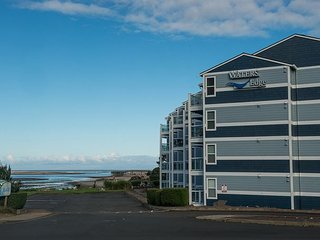 Experience Siletz Bay from this wonderful 3rd floor condo in Lincoln City!