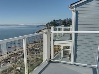 Top floor two-bedroom condo perfect for families with views of the Bay!