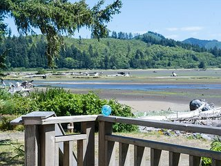 Come experience Siletz Bay and surrounding wildlife from this bay front home!, Lincoln City