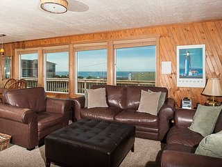 Amazing beach house with a hot tub and close beach access in Gleneden Beach!