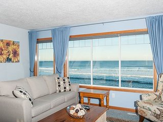 Beach Time anyone? Come enjoy the sweeping view while soaking in the hot tub!, Gleneden Beach