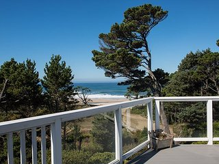 The perfect home away from home with beach access less then 1 block away!, Gleneden Beach